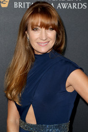 Jane Seymour stuck to her usual loose, long style with eye-grazing bangs when she attended the 2016 BAFTA Britannia Awards.