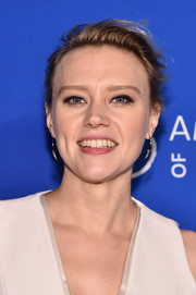 Kate McKinnon attended the 2016 American Museum of Natural History Gala wearing her hair in a messy side-parted updo.