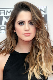 Laura Marano looked fab with her lush ombre waves at the 2016 AMAs.