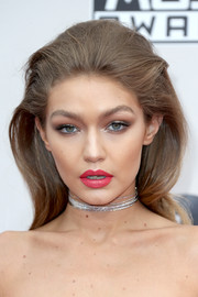 Gigi Hadid brightened up her beauty look with hot-pink lipstick.