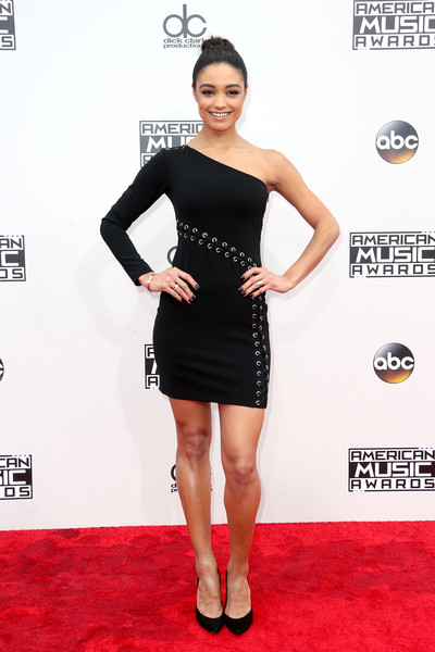 Rachel Smith went edgy-chic in a one-sleeve LBD with lace-up detailing at the 2016 AMAs.