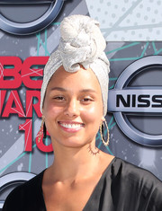 Alicia Keys went for old-school sophistication with this silver turban at the 2016 BET Awards.