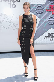 Renee Bargh complemented her dress with basic black platform sandals.