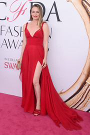 Alicia Silverstone was red-hot in a plunging, high-slit fishtail gown by Christian Siriano at the 2016 CFDA Fashion Awards.