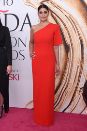 Rachel Roy was sleek and elegant in a red one-sleeve column dress during the 2016 CFDA Fashion Awards.