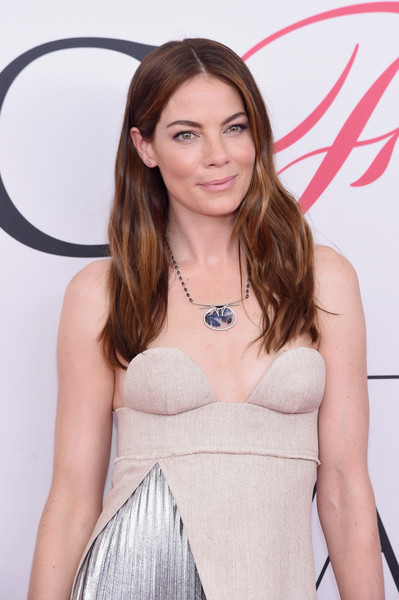More Pics of Michelle Monaghan Metallic Clutch (3 of 6) - Clutches Lookbook - StyleBistro