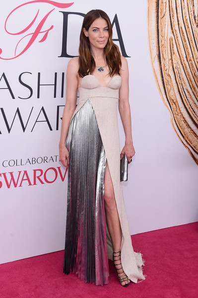 More Pics of Michelle Monaghan Metallic Clutch (2 of 6) - Clutches Lookbook - StyleBistro