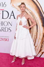 Karlie Kloss paired her dress with pink Swarovski crystal-embellished pumps by Stuart Weitzman.