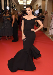 Eva Longoria got majorly glam in a black off-the-shoulder mermaid gown by Julea Domani for the Global Gift Gala during the Dubai International Film Festival.