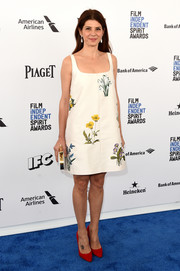 Marisa Tomei kept it breezy in a floral-embroidered shift dress during the Film Independent Spirit Awards.