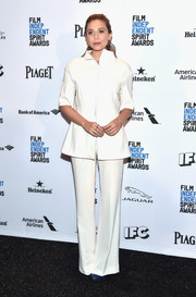 Elizabeth Olsen was minimalist-chic in a white pantsuit during the Film Independent Spirit Awards nomination press conference.