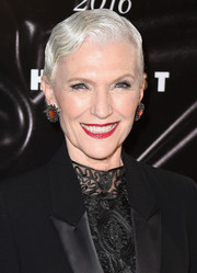 Maye Musk styled her hair into a finger wave for the 2016 Fragrance Foundation Awards.