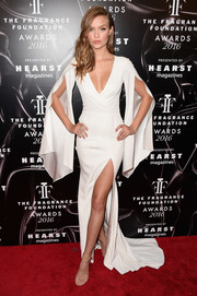 Josephine Skriver showcased cleavage, legs, and curves in this figure-hugging white Gabriela Cadena fishtail gown during the 2016 Fragrance Foundation Awards.