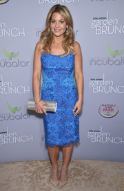 Candace Cameron Bure sealed off her look with a metallic tube clutch.