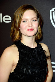 Holliday Grainger looked lovely with her short wavy cut at the 2016 InStyle and Warner Bros. Golden Globes party.