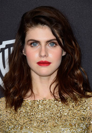 Alexandra Daddario wore her hair down to her shoulders with high-volume waves at the InStyle and Warner Bros. Golden Globes post-party.