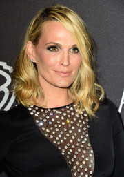 Molly Sims stuck to her signature shoulder-length waves when she attended the InStyle and Warner Bros. Golden Globes post-party.