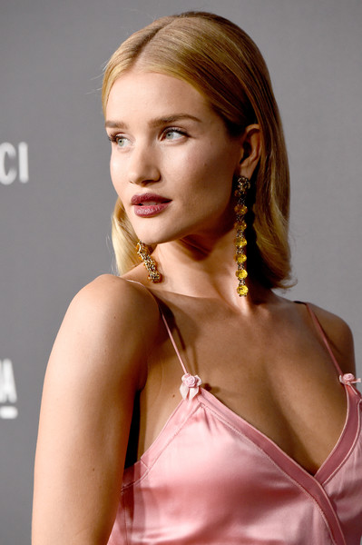 Rosie Huntington-Whiteley showed off a flawlessly styled center-parted 'do at the 2016 LACMA Art + Film Gala.