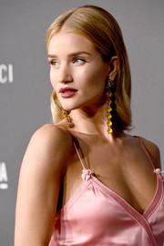 Rosie Huntington-Whiteley finished off her look with a pair of  gold-tone crystal drop earrings by Gucci.