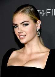 Kate Upton went for an ultra-glam finish with a pair of diamond chandelier earrings.