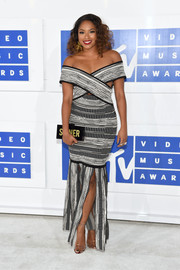 Alicia Quarles sported the off-the-shoulder trend with this monochrome gown at the 2016 MTV VMAs.