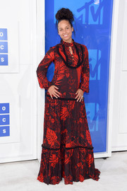 Alicia Keys covered up her figure in a loose red leaf-print maxi dress by Just Cavalli for the 2016 MTV VMAs.