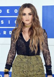 Jojo looked seductive in a sheer black lace button-down at the 2016 MTV VMAs.
