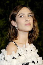 Alexa Chung stuck to her signature casual waves when she attended the 2016 MoMA Film Benefit.