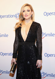 Kate Hudson went for industrial-chic styling with a silver tube clutch by Jimmy Choo at the 2016 Operation Smile Gala.