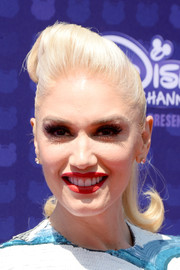 Gwen Stefani looked adorable with her flippy ponytail and pompadour top at the Radio Disney Music Awards.