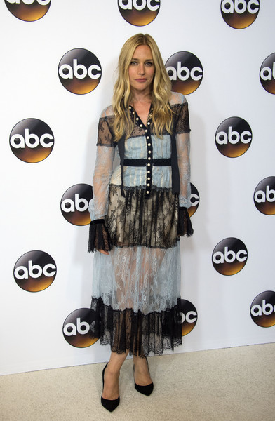 More Pics of Piper Perabo Lace Dress (1 of 1) - Dresses & Skirts Lookbook - StyleBistro