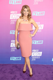 Lori Loughlin chose a pair of oxblood patent pumps to finish off her outfit.
