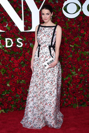 Bee Shaffer looked oh-so-sweet at the 2016 Tony Awards in a sleeveless floral gown.