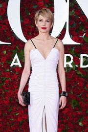Michelle Williams styled her sexy dress with a chunky black cuff for the 2016 Tony Awards.