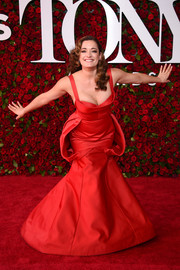 Laura Michelle Kelly was classic and sexy in a low-cut red mermaid gown by Zac Posen at the 2016 Tony Awards.