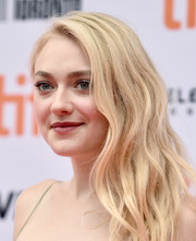 Dakota Fanning looked oh-so-glam with her side-swept waves at the TIFF premiere of 'American Pastoral.'