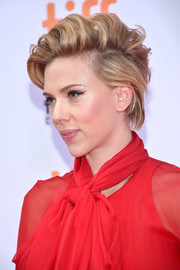 Scarlett Johansson made bed head look oh-so-stylish!