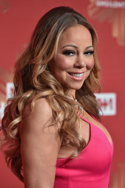 Mariah Carey topped off her look with flowing curls when she attended VH1's Divas Holiday: Unsilent Night.