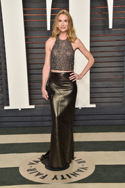 Kelly Lynch sealed off her rocker-glam look with a black leather maxi skirt.
