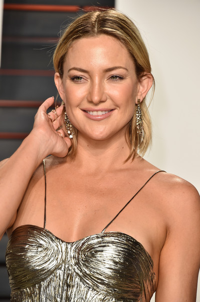 More Pics of Kate Hudson Gemstone Chandelier Necklace (4 of 18) - Chandelier Necklaces Lookbook - StyleBistro [kate hudson,graydon carter - arrivals,graydon carter,hair,hairstyle,eyebrow,beauty,blond,shoulder,chin,brown hair,long hair,lip,beverly hills,california,wallis annenberg center for the performing arts,vanity fair,oscar party]