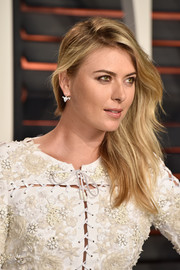 Maria Sharapova wore her layered hair swept to the side when she attended the Vanity Fair Oscar party.