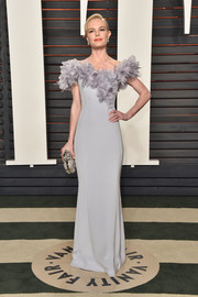 Kate Bosworth looked absolutely stunning at the Vanity Fair Oscar party in a lilac Ralph & Russo Couture off-the-shoulder gown with a petal-appliqued neckline.