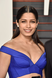 Freida Pinto looked simply elegant wearing this slicked-down, center-parted 'do at the Vanity Fair Oscar party.