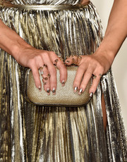 Kate Hudson matched her amé gown with gold nail art for the 2016 Vanity Fair Oscar party.