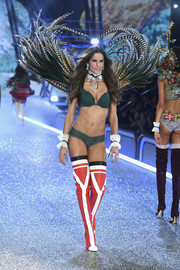 Izabel Goulart flaunted her killer abs in green lace lingerie at the Victoria's Secret fashion show.