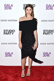Emily Weiss accessorized with a silver envelope clutch for a bit of shine to her look.