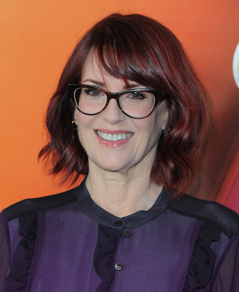 Megan Mullally S Wavy Bob Haircuts For Women Over 50 With