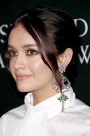 Olivia Cooke accessorized with a single gemstone chandelier earring at the 2017 AMD British Academy Britannia Awards.