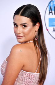 Lea Michele kept it simple with this straight center-parted 'do at the 2017 American Music Awards.