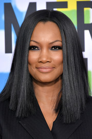 Garcelle Beauvais wore her hair down to her shoulders in a blunt straight cut at the 2017 American Music Awards.
